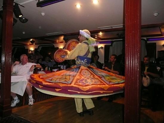 مطعم سكاربيه العائم